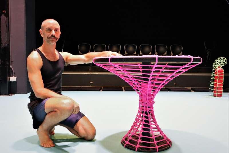 創作與演出2019台北藝術節舞蹈節目「束縛」的澳洲藝術家陸奇(Luke George)(蔡娪嫣攝)