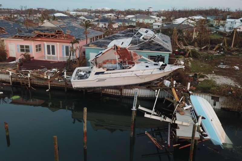 多利安颶風走後,巴哈馬群島仍有部分地區淹水,導致交通中斷。 (美聯社)