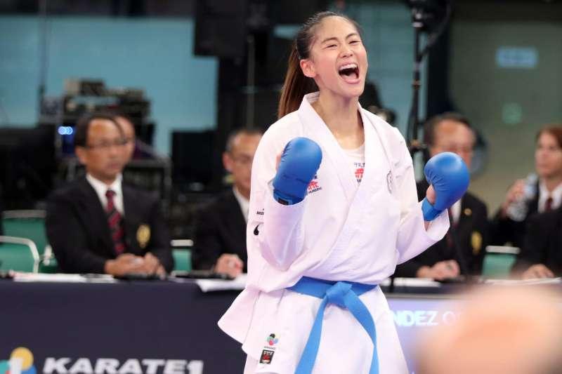 文姿云在東京公開賽55公斤量級決賽不敵世界第1的好手特里加,奪下銀牌。 (圖片取自文姿云粉專)