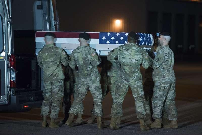 2019年,阿富汗戰爭進入第18年,和平遙遙無期,陣亡美軍靈柩返鄉(AP)