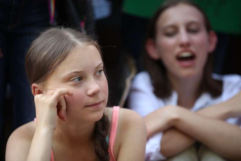 瑞典16歲少女桑伯格正在美國紐約參加聯合國碳排放高峰會。(AP)