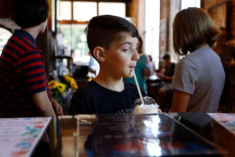 美國青少年喝咖啡的比例越來越高。(AP)