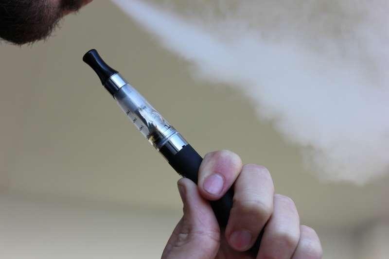 因為吸電子菸,全美恐已造成5人死亡。(圖/pixabay)
