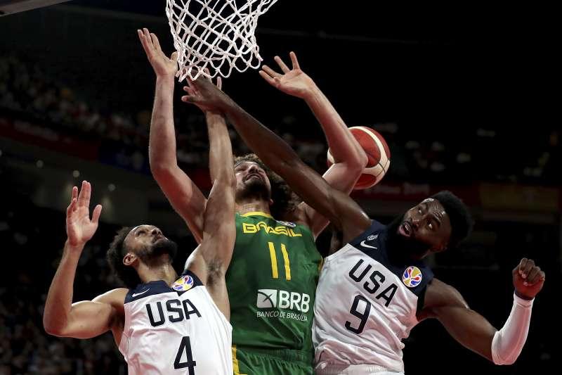 美國以16分差擊敗巴西,除了晉級世界盃8強以外,也拿下了奧運門票。 (美聯社)