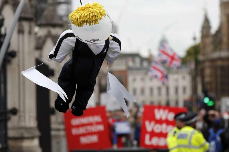 英國國會二度否決首相強森的提前大選動議。9日起也將休會5個星期,至10月14日才能復會。(AP)