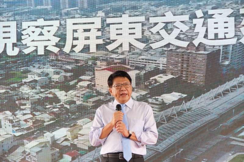 行政院長蘇貞昌10日宣布高鐵將延伸到屏東,屏東縣長潘孟安(中)感性致詞。(屏東縣政府提供)