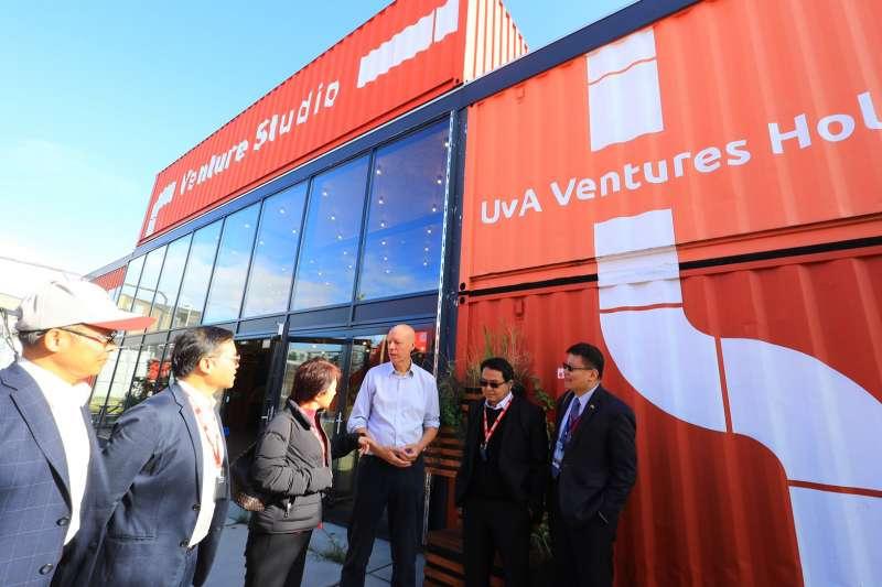 台中市長盧秀燕到荷蘭參訪阿姆斯特丹科學園區新創村,借鏡經驗,發展台中市的青年創業基地。(圖/台中市政府提供)