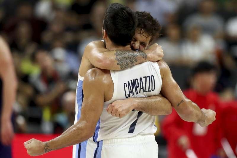 阿根廷在世界盃男籃8強戰力克塞爾維亞,爆出本屆最大冷門。 (美聯社)