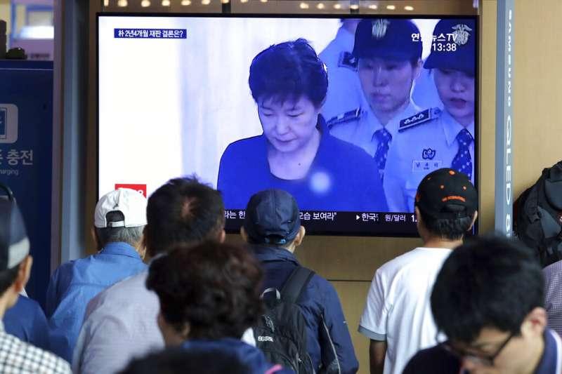南韓前總統朴槿惠的閨蜜干政案10日重審宣判。(美聯社資料照)