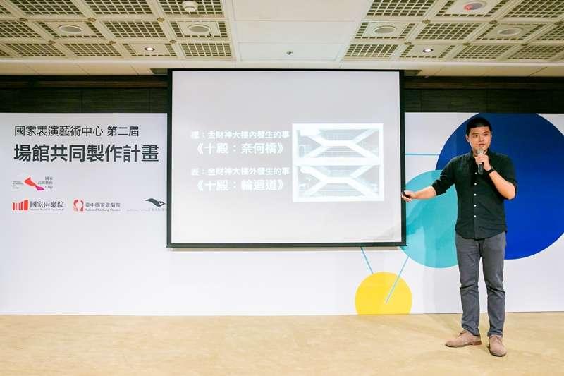 20190911-阮劇團團長汪兆謙說明《十殿》的故事內容。(國家表演藝術中心提供)