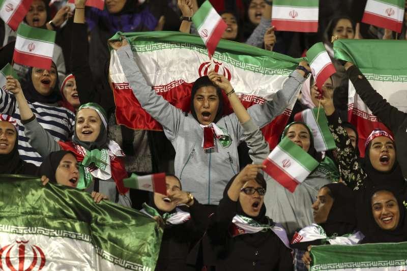 伊朗女球迷。(美聯社)