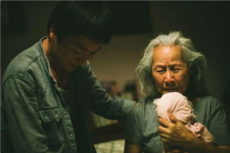 張作驥新電影《那個我最親愛的陌生人》取材自導演照顧失智母親的親身經歷(圖/海鵬影業)