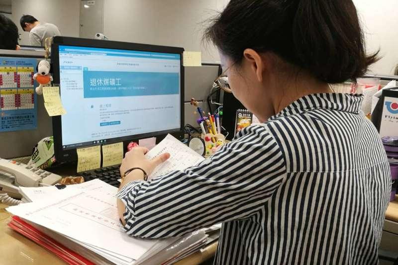 勞工局統計今年有7303位符合資格的退休煤礦工長輩可領取慰問金。(圖/新北市勞工局提供)