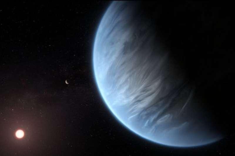 科學家今天透露,他們首度在太陽系外一個行星的大氣中發現有水分存在。(圖/維基百科)