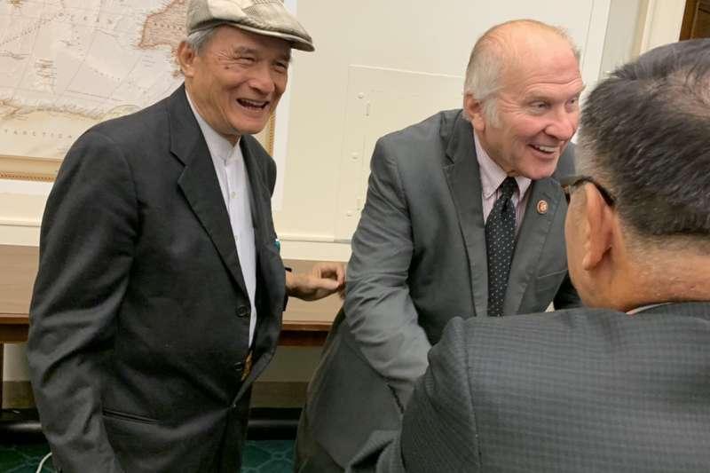 夏波(Steve Chabot,圖右)與2019台灣入聯宣達團理事長蔡明憲(圖右)。(入聯宣達團提供)