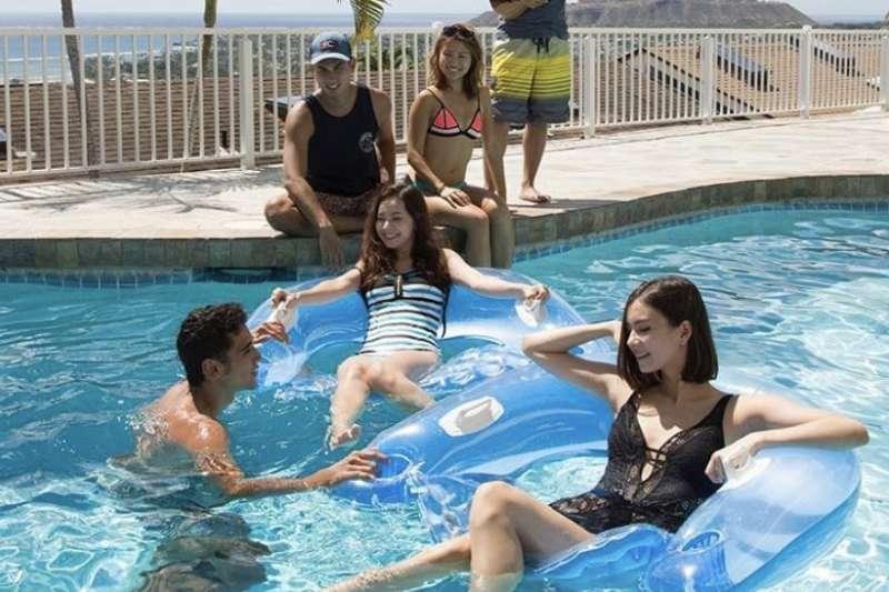 前兩年播出的《雙層公寓:夏威夷》男女成員顏質超高,不少成員後來直接出道成為藝人(圖/Terrace House Official Instagram)