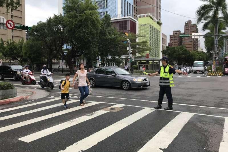 明日起一連3天是中秋連續假期,台北市政府警察局在重點路段規劃交通疏導勤務,希望讓交通一路順暢。(台北市警察局提供)