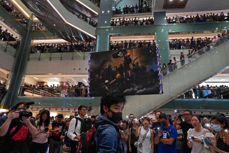 香港反送中抗爭延燒三月,港府與民間的距離越來越遠。(美聯社)