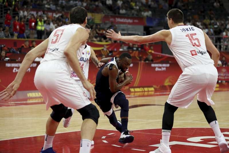 美國在世界盃8強戰敗給法國後,今日在5到8名的排名賽也不敵塞爾維亞,苦吞2連敗。 (美聯社)