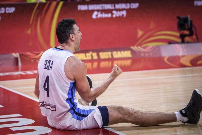 39歲的史科拉四強賽28分13籃板,驚人表現感動全場。(美聯社)