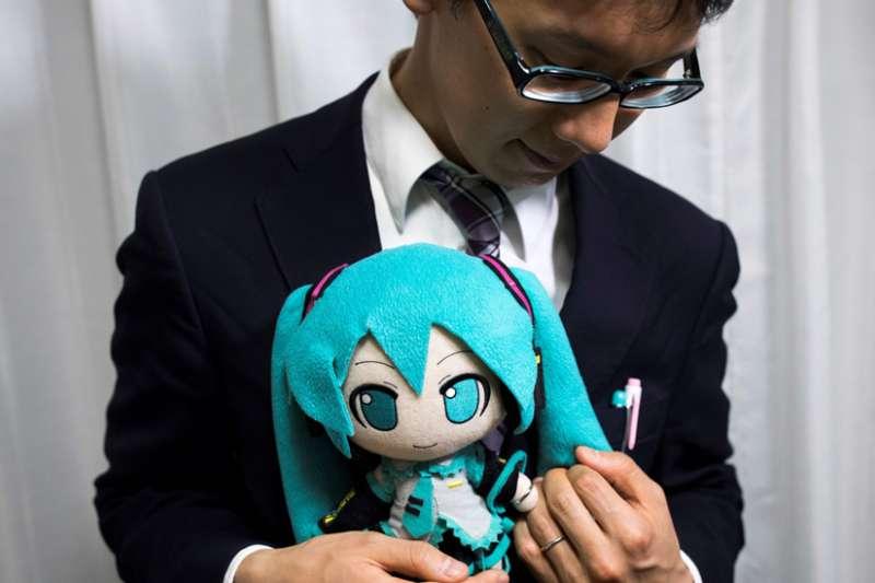 日本御宅族:我和一個動漫人物「結婚」了,這是屬於我的幸福(BBC)