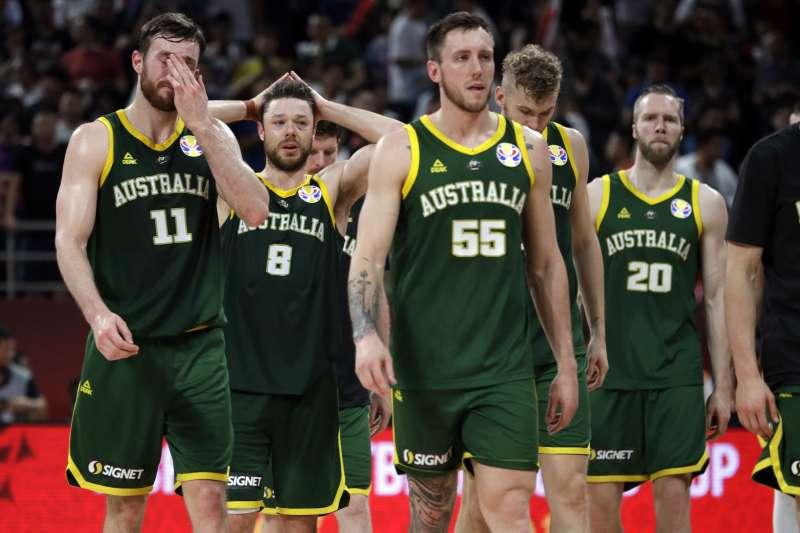 澳洲無緣在世界盃改寫隊史最佳成績,球員也難掩失落之情。 (美聯社)