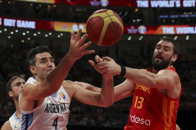 不同於過去兩周的比賽,阿根廷從開賽就被西班牙的防守徹底壓制。 (美聯社)