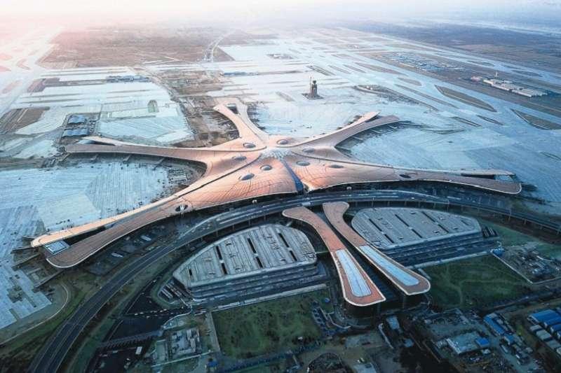 耗資約三千六百億元新台幣、歷時四年建造的北京大興國際機場,預計九月底前正式營運。(新華社)