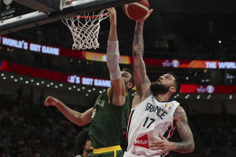 新賽季加盟塞爾提克的波伊里爾(右)在世界盃有相當亮眼的表現,隊友巴頓也看好他能在NBA站穩腳步。 (美聯社)
