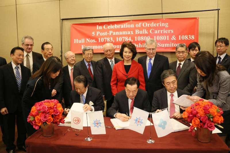 2014年,趙小蘭與夫婿麥康奈爾在紐約哈佛俱樂部慶祝福茂集團成立50週年,福茂當時還與一家日本造船廠簽訂契約。
