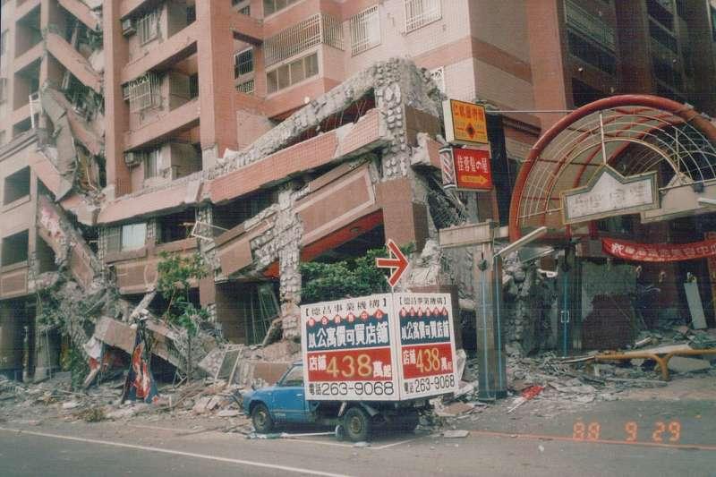 921大地震20週年,災後重建並不容易,但只要心存希望,災民不把自己當災民時,就能展現災區的活力。(資料照,取自維基百科)