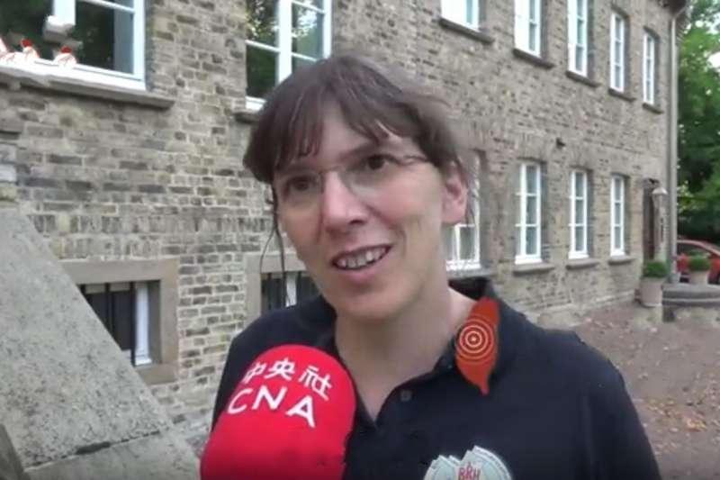 吉斯說,德國幾乎沒有地震,921的任務讓她第一次意識到,原來搜救犬在震後的瓦礫可以發揮這麼大的用處。(圖/取自網路)