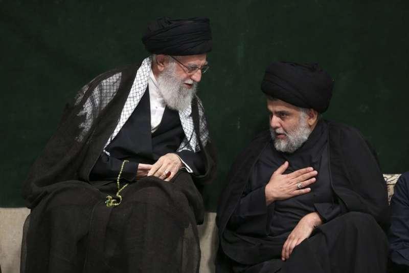 伊朗最高精神領袖哈梅內伊(左)再今年阿舒拉節時,會見伊拉克什葉派領袖薩德爾(Muqtada al Sadr)。(AP)