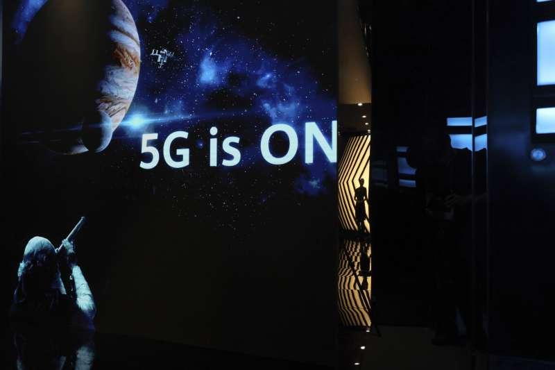台灣5G行動寬頻頻譜競標,亞太電信與台灣之星兩家規模較小的電信運營商,迄今仍未退出5G競標的行列。(資料照,美聯社)