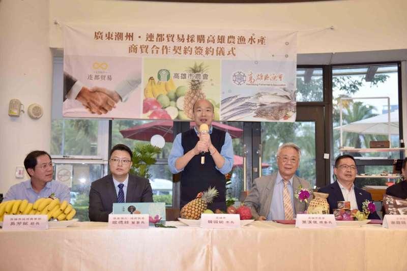 韓國瑜上任後,與不少中國公司簽下訂單,外銷農漁產品。(高雄市政府提供)