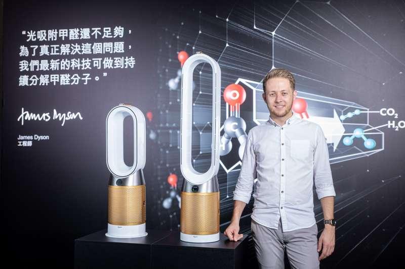 Dyson於今(18)日推出可分解甲醛的空氣清淨機,圖為Dyson環境控制首席設計師 David Hill (圖/Dyson)
