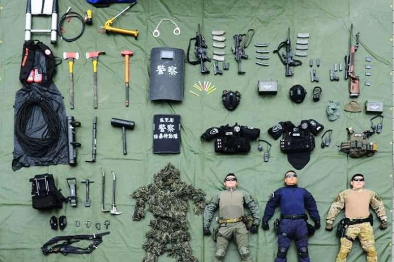 20190918-國內外軍警等公部門單位,近期相當流行這種有如玩具開箱的文宣,藉由這種視角,拉近與民眾的距離。圖為刑事警察局除暴特勤隊「開箱」。(照片取自CIB局長室臉書)
