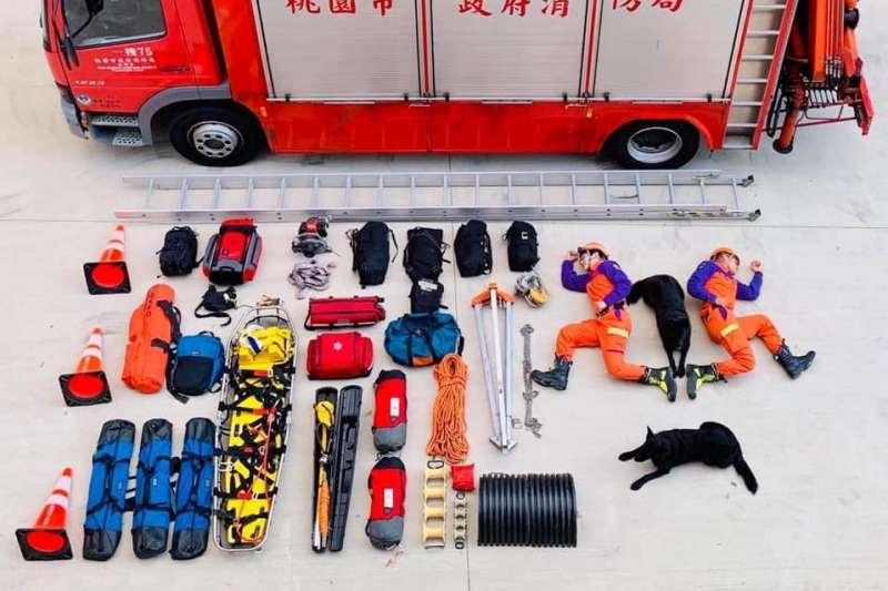 20190918-國內外軍警等公部門單位,近期相當流行這種有如玩具開箱的文宣,藉由這種視角,拉近與民眾的距離。圖為桃園市消防局「開箱」。(照片取自桃園市消防局臉書)