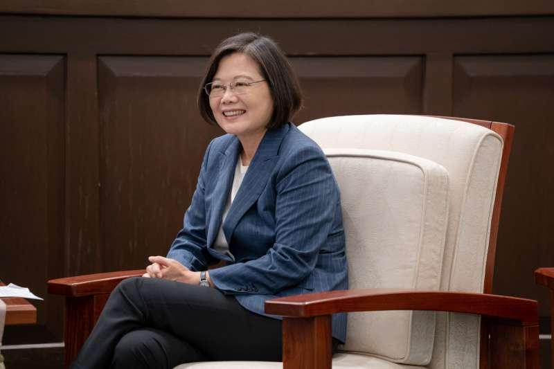 根據台灣民意基金會最新民調,總統蔡英文(見圖)的民調不受論文爭議影響太多,更有近5成的的民眾不相信蔡的博士論文有問題。(資料照,取自總統府@Flickr)