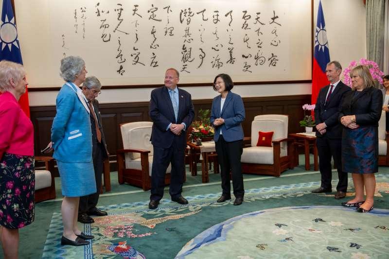 總統蔡英文19日接見「2019年英國國會議員訪台團」。(取自總統府@Flickr)