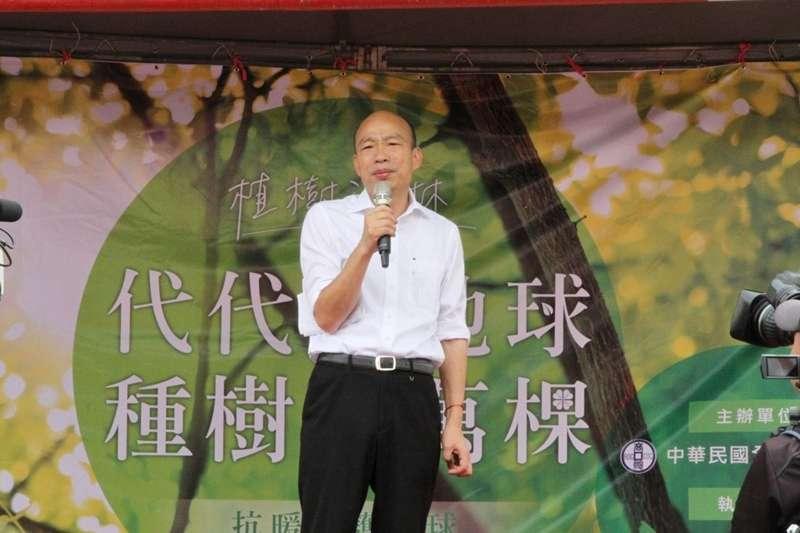 高雄市長韓國瑜拚治安,特別點名前鎮分局長林新晃,表示轄區內若再發生暴力情事,就要將他撤換;圖為韓19日受邀參加植樹活動。(高雄市政府提供)