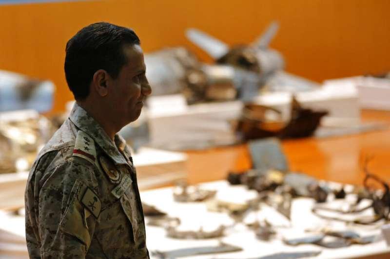 沙烏地阿拉伯18日公布油田遇襲的敵機殘骸,還包括一枚沒有爆炸的巡弋飛彈。(美聯社)