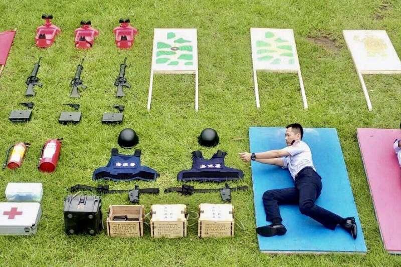 海巡署教育訓練測考中心結合時下最流行的「真人開箱」,以靶場組的訓練內容進行開箱。(海巡署教育訓練測考中心提供)