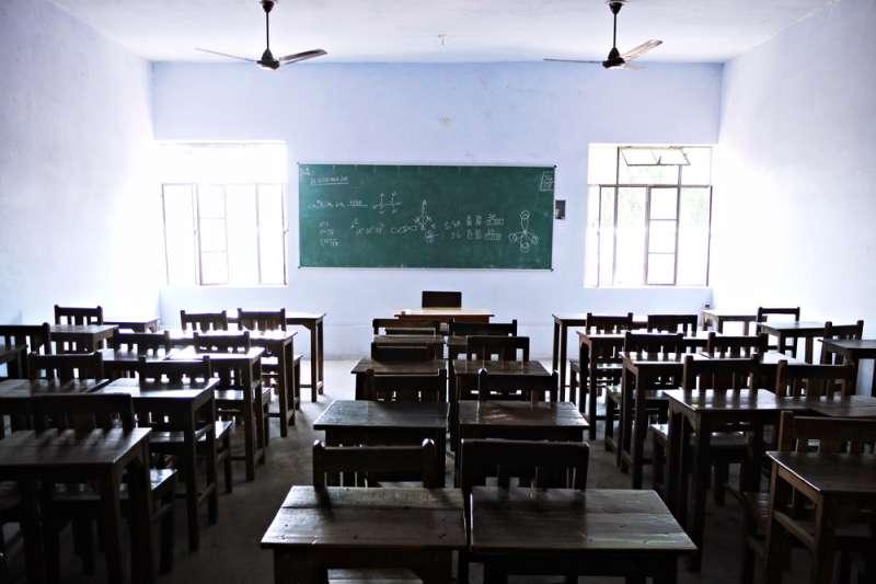 「聽老師的話」對孩子真是好的教育嗎?這些性侵孩子的老師,有人長年吃素、有人是金牌教練、優良教師,性侵孩子被揭發還會辯稱「我是在教他性教育」、「第一次會痛,老師會比較溫柔」...(示意圖,取自Barry Pousman@flickr)