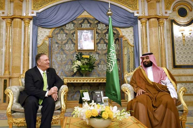 美國國務卿龐畢歐18日飛抵沙烏地拜會王儲穆罕默德。(美聯社)