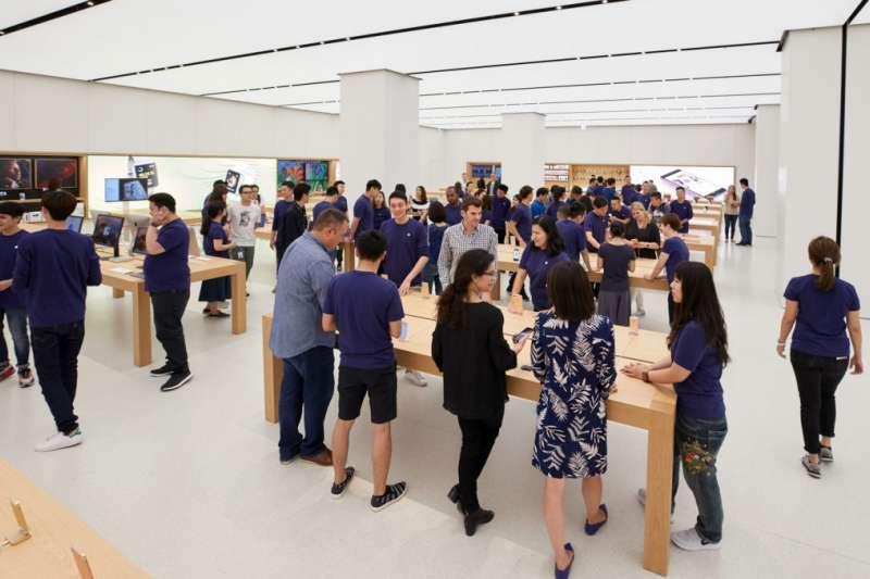 iPhone 11開賣在即,不妨到最熟悉產品的Apple直營商試用,然後在據點較多、方便取貨的經銷商消費(圖片來源:史塔夫科技事務所)
