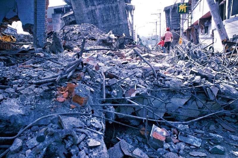 南投中寮鄉在921地震中受創嚴重,幾乎全毀。(林瑞慶攝)