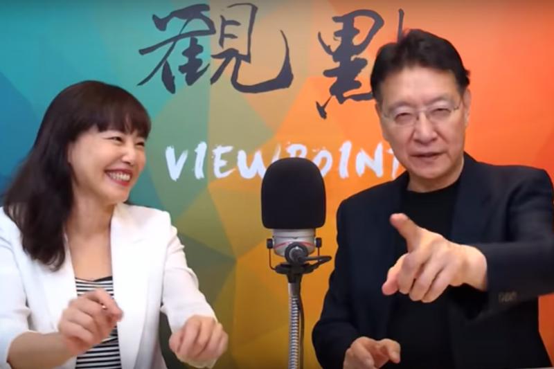 媒體人趙少康(右)18日在節目中爆料,鴻海創辦人郭台銘曾向他透漏,登報的31位國民黨大老中,有人曾向郭拿了鉅額的資金。(取自觀點YouTube頻道截圖)
