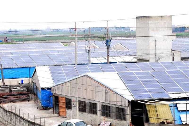 20190919-雲林縣養豬協會理事長周金來的養豬場佔地2公頃,是台灣目前最大的太陽能養豬場,每年發電量達到130萬度以上。(資料照,取自雲林縣政府官網)