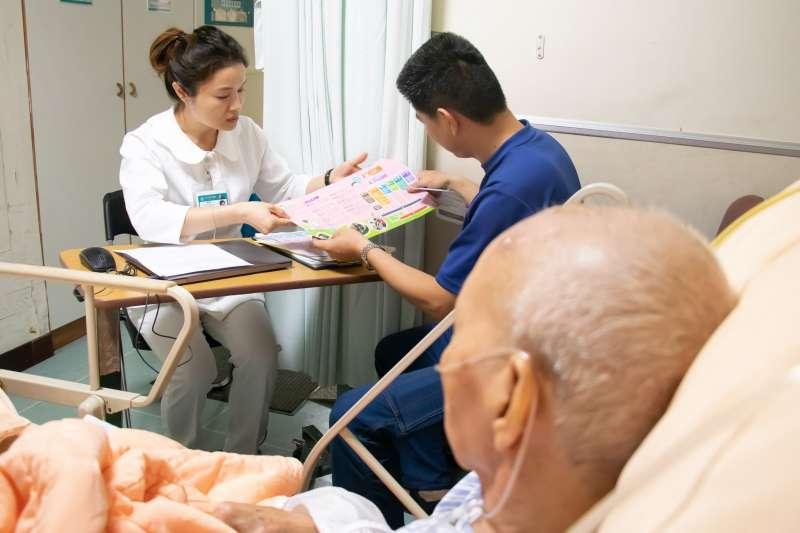 竹北東元綜合醫院扮演竹縣雁行計畫大雁角色,大幅減輕家屬長期照顧的負擔。(圖/東元綜合醫院提供)